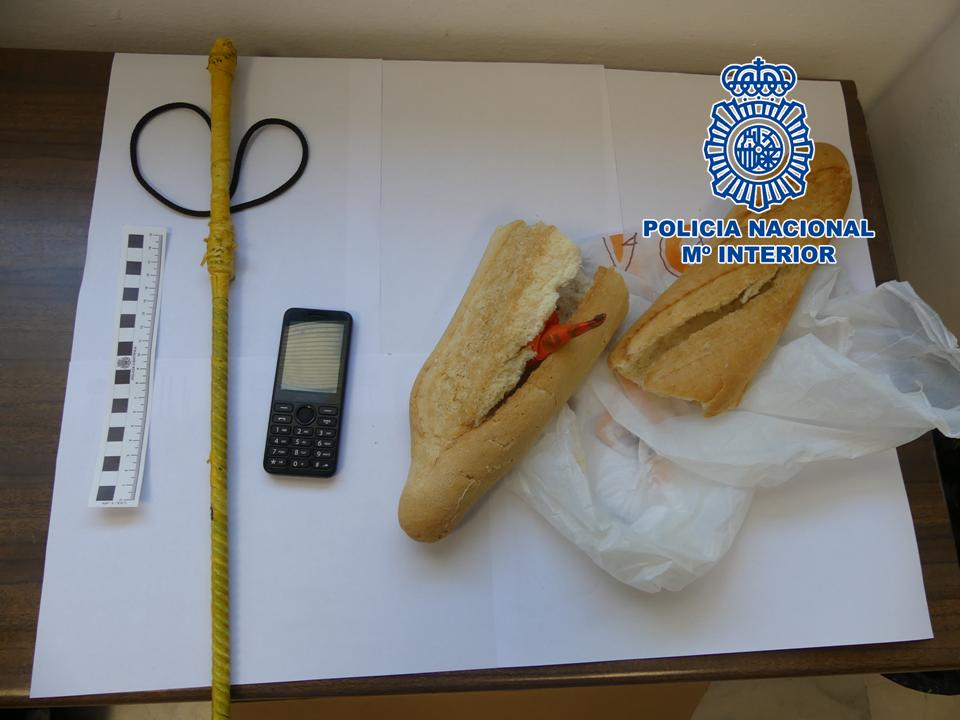 Detenido un individuo que llevaba oculta cocaína en el interior de una barra de pan