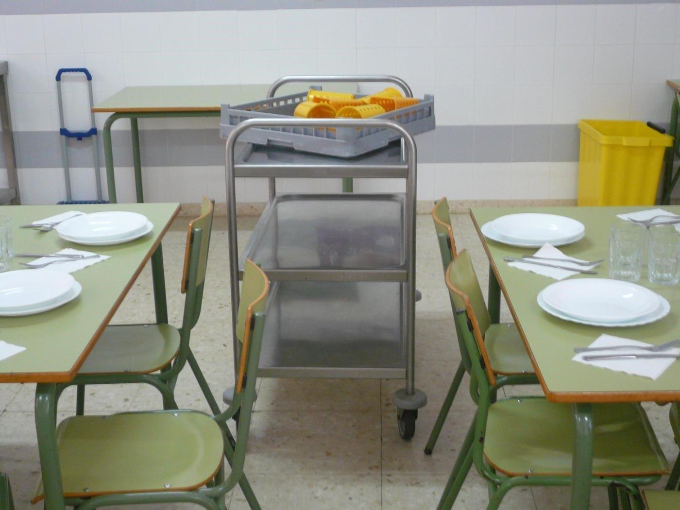 """El PSOE pide a la delegada de Educación que solucione la """"problemática"""" de los comedores escolares"""