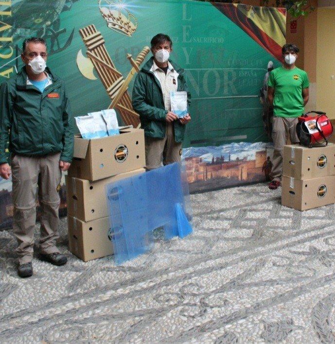 Guardias Civiles Solidarios donan a la Comandancia 1.500 mascarillas y 50 mamparas de protección