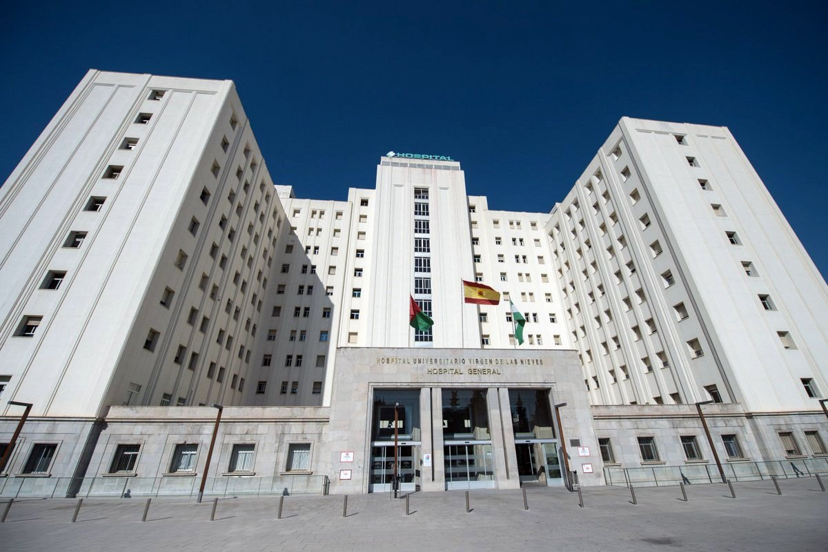 Andalucía suma hospitalizados por segundo día seguido hasta 899 y sube nueve pacientes en UCI hasta 242