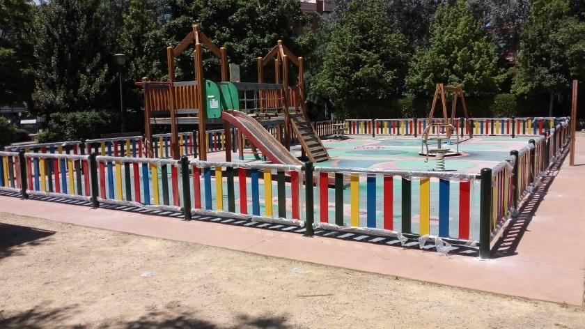 El Ayuntamiento mejora las zonas infantiles de varios parques