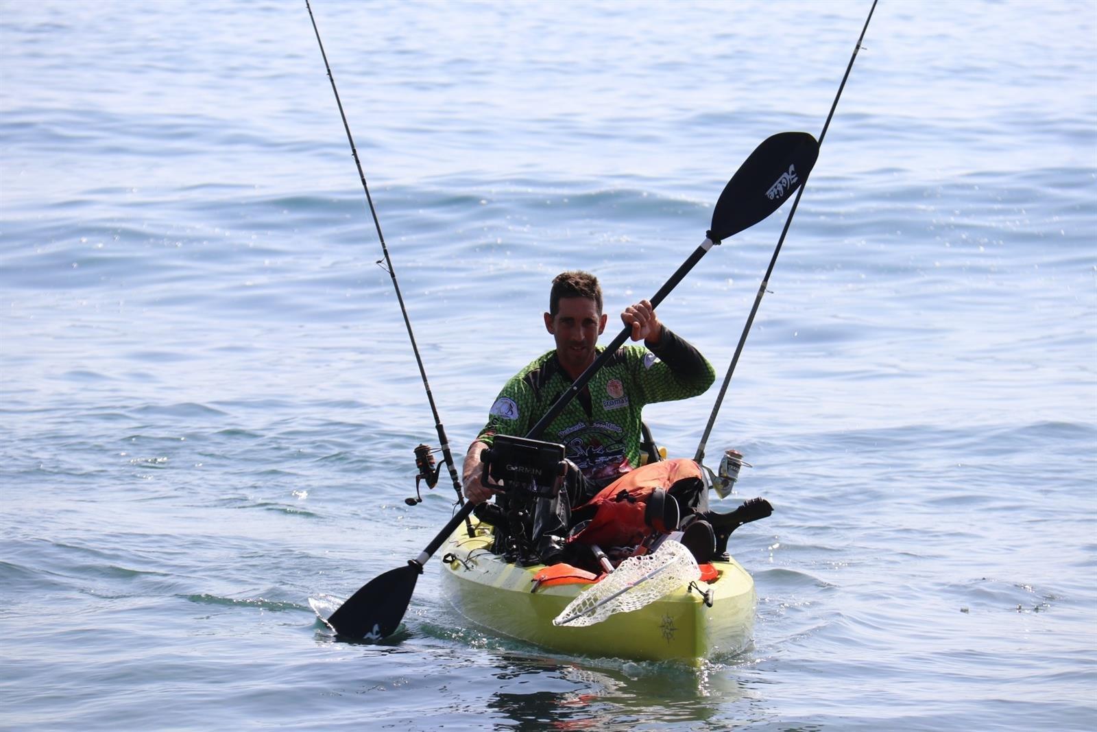 Almuñécar autoriza la práctica de deportes acuáticos en solitario pero no el baño recreativo