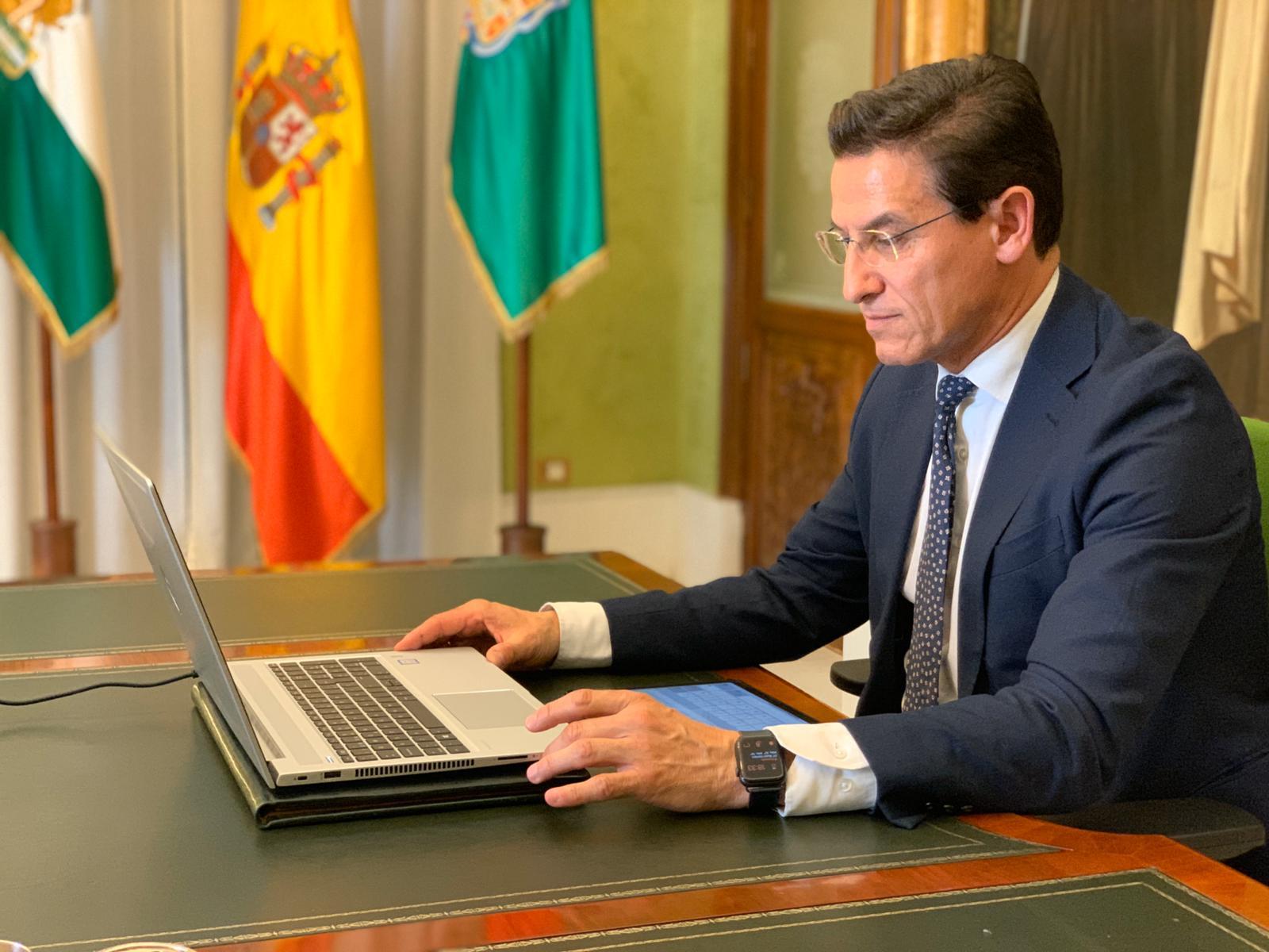 La FEMP recoge la propuesta de Luis Salvador para que los ayuntamientos cuenten con más recursos económicos