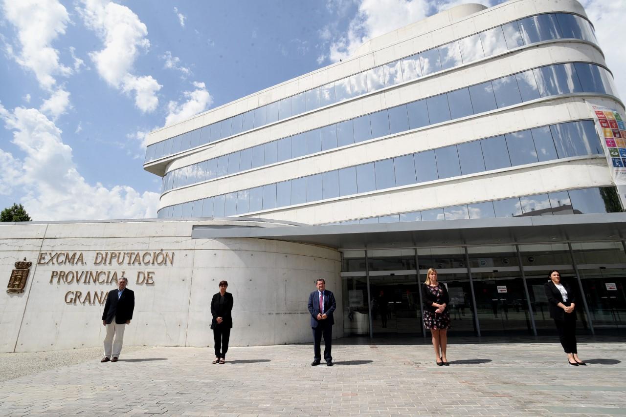 La Diputación de Granada se suma al homenaje a los fallecidos por el COVID-19 con un minuto de silencio