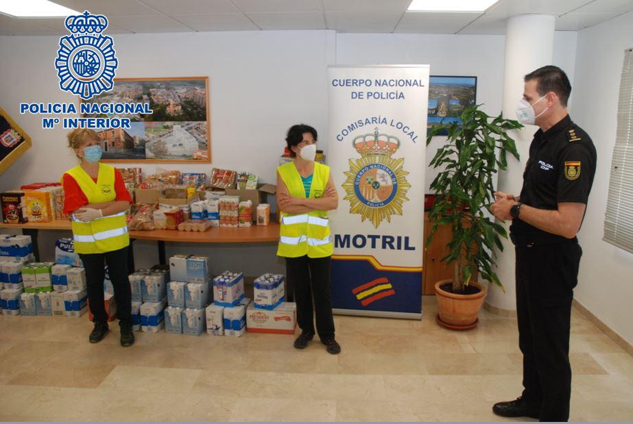 La Policía Nacional de Motril recoge 300 kilos de comida con fines solidarios