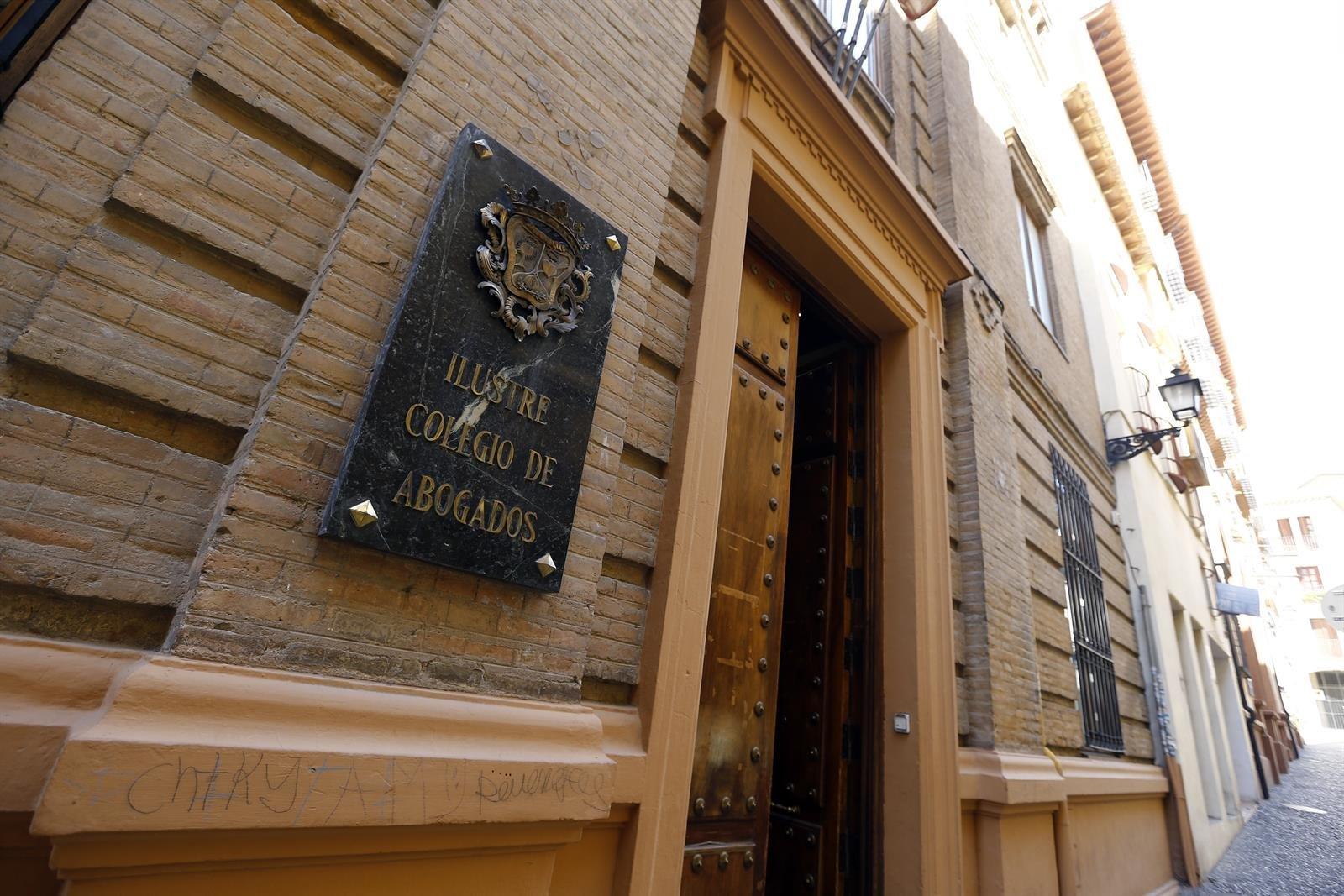 Los abogados crea un fondo de ayudas de hasta 120.000 euros para colegiados afectados por la crisis