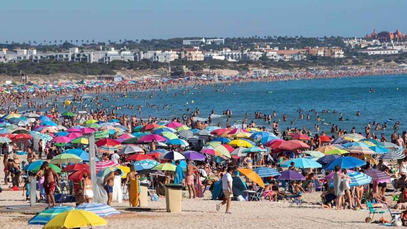 """CSIF-A denuncia  la """"improvisación"""" para cubrir los 3.014 puestos de auxiliares de playa creados por la Junta"""