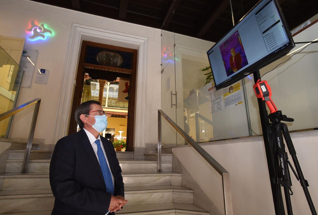 La oficina de información turística de la Diputación instala una cámara termográfica para medir la temperatura de los usuarios