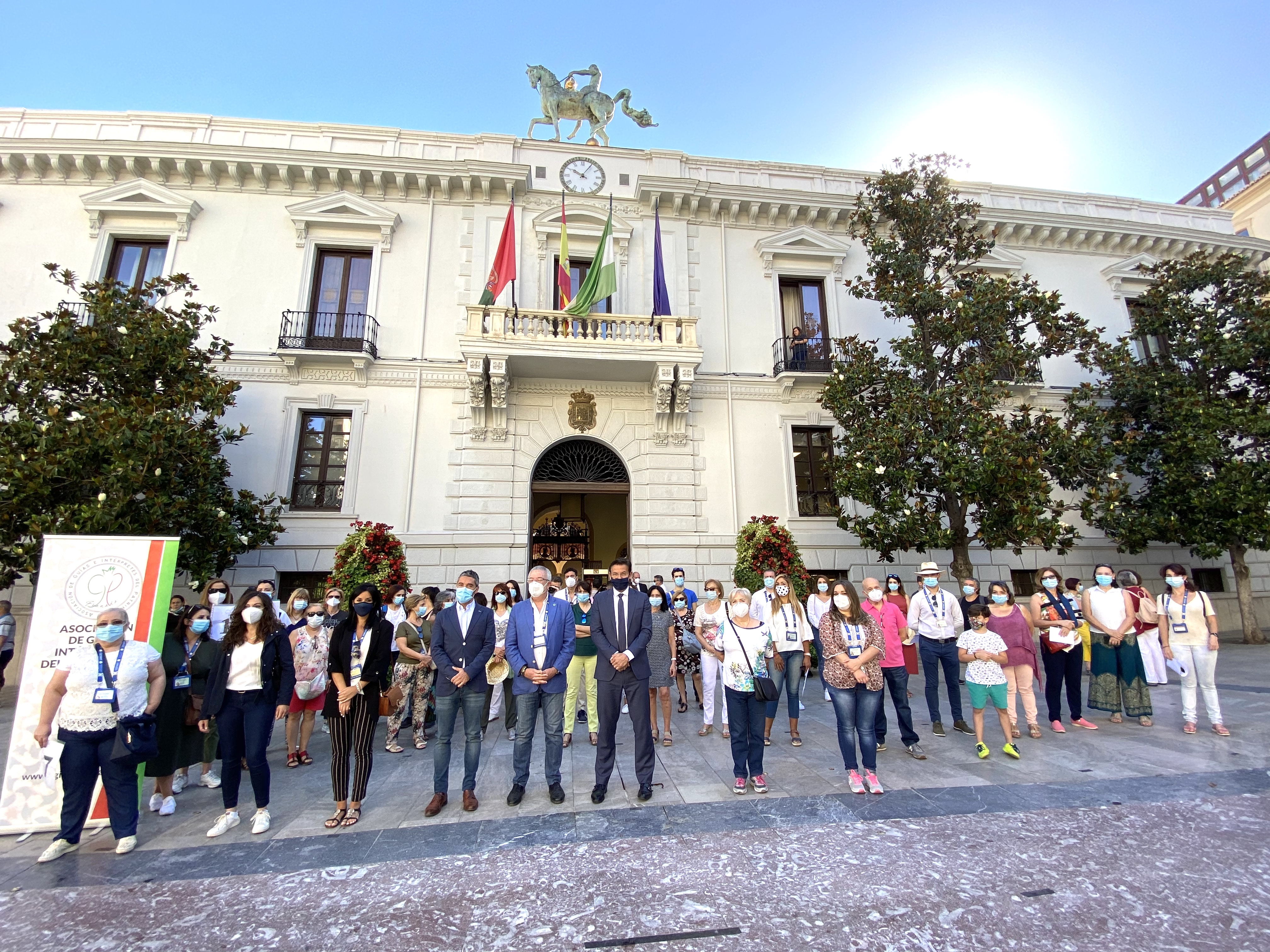 El alcalde define a los guías turísticos como los «mejores embajadores de Granada»