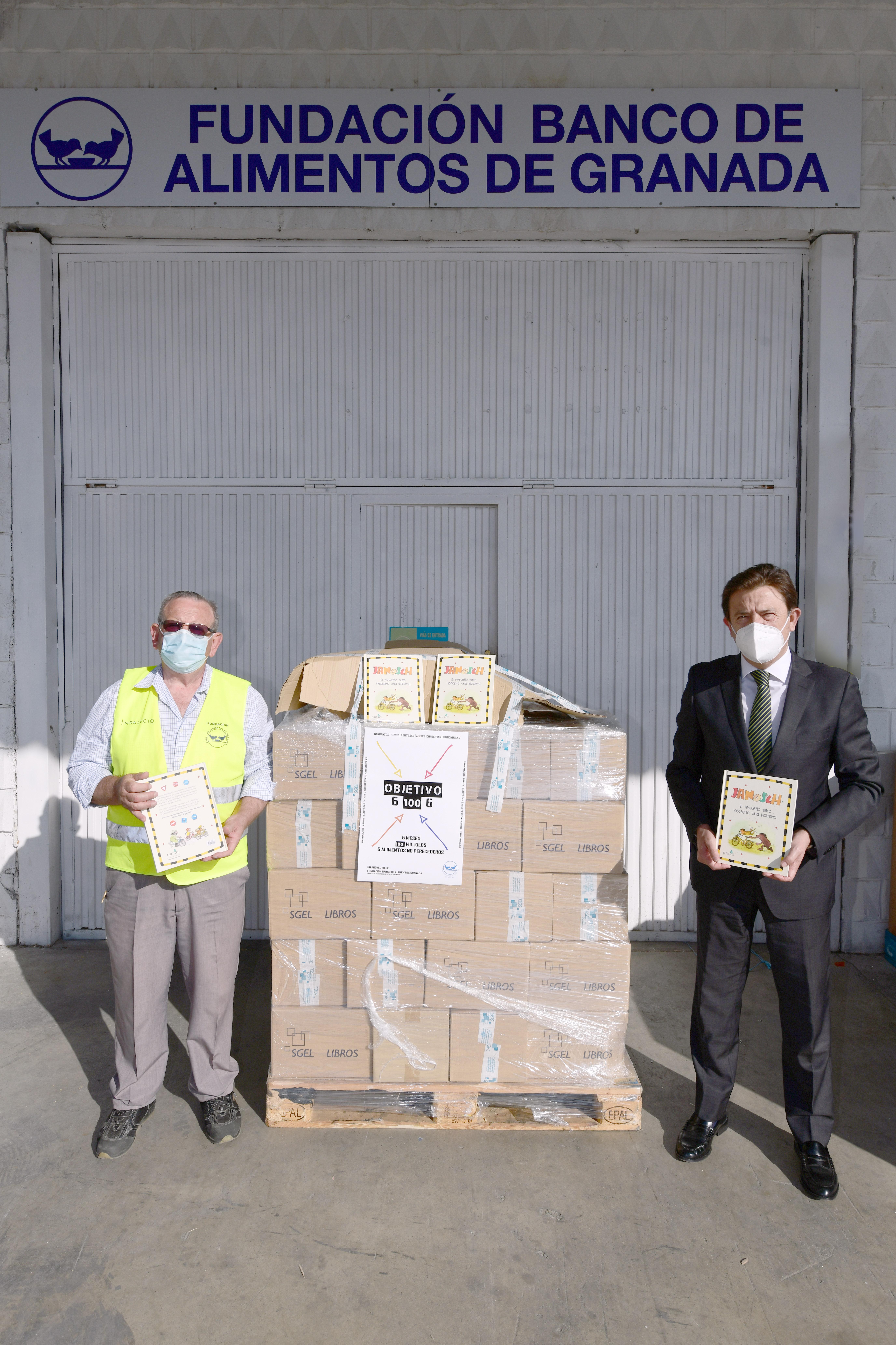 Bankia entrega 1.100 libros al Banco de Alimentos de Granada para familias con hijos en edad escolar