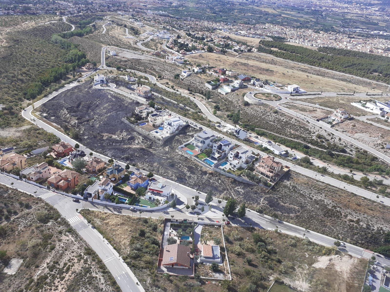 Controlado un incendio forestal de pasto declarado en La Zubia