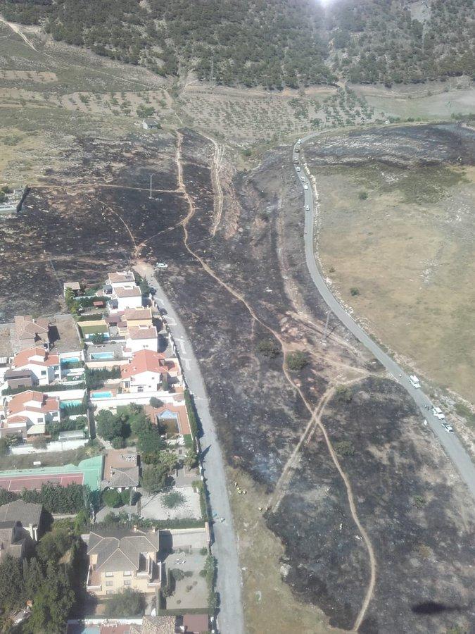 Controlado el incendio en zona de pasto y matorral declarado en Padul