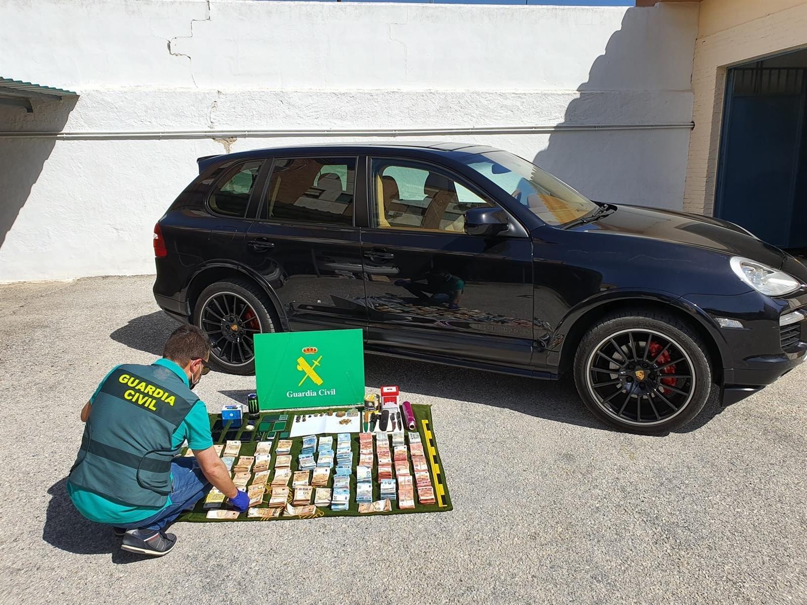 Encuentran 1.268 dosis de hachís y 67.450 euros en metálico durante un registro en Albolote