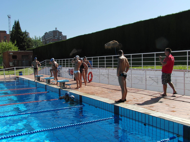 La Junta colaborará en la recuperación de la piscina olímpica de Fuentenueva