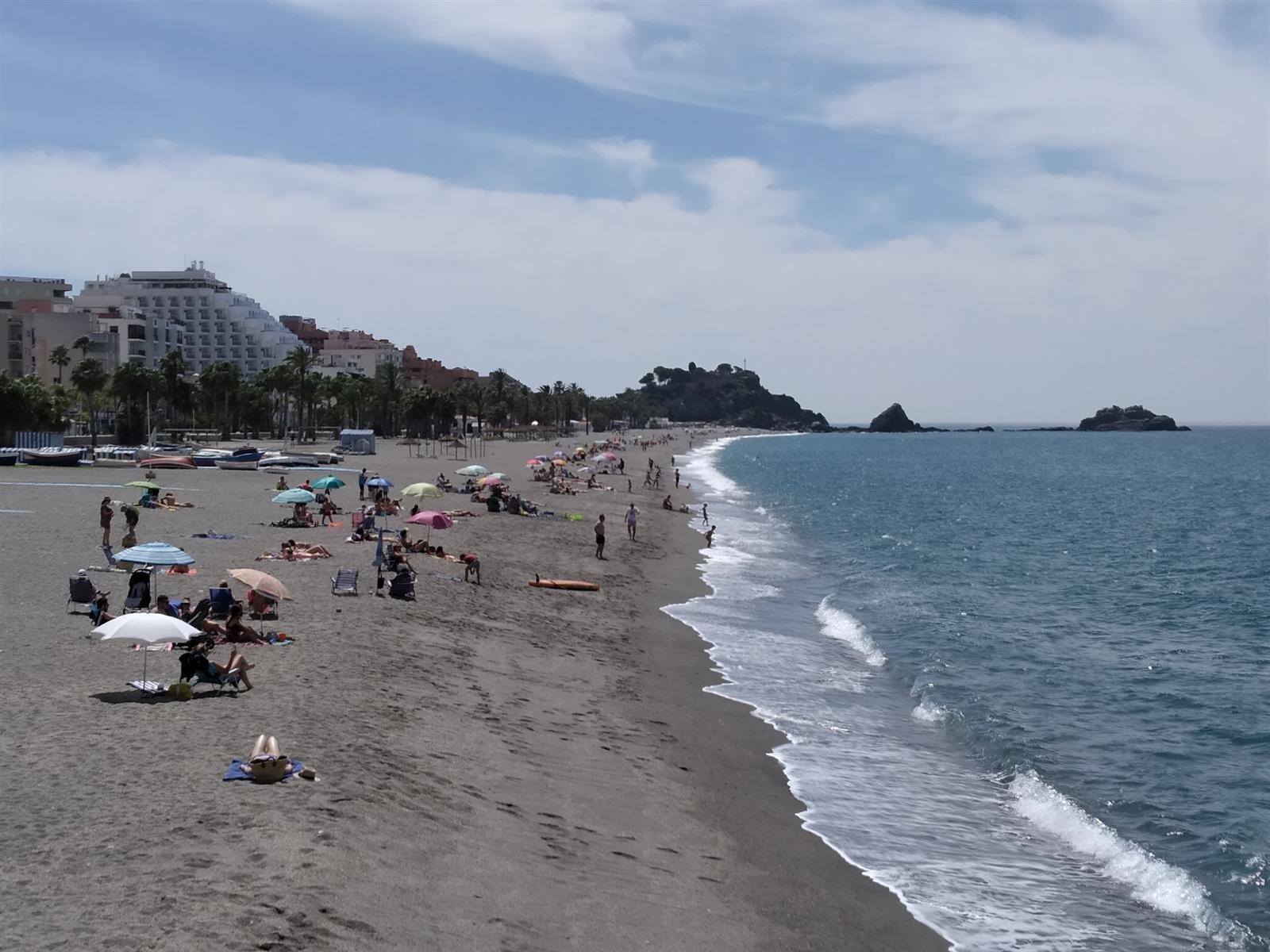 Almuñécar cerrará sus playas el día 23 para evitar las hogueras de San Juan