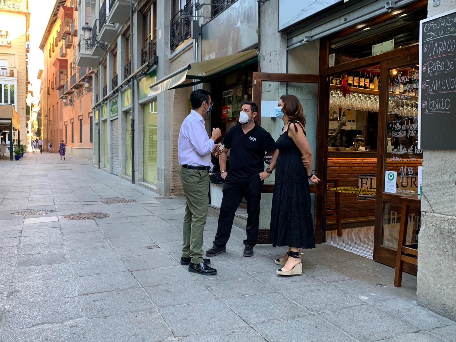 EL PSOE denuncia al Bipartito por cobrar las terrazas a los hosteleros, lo contrario de lo que prometió