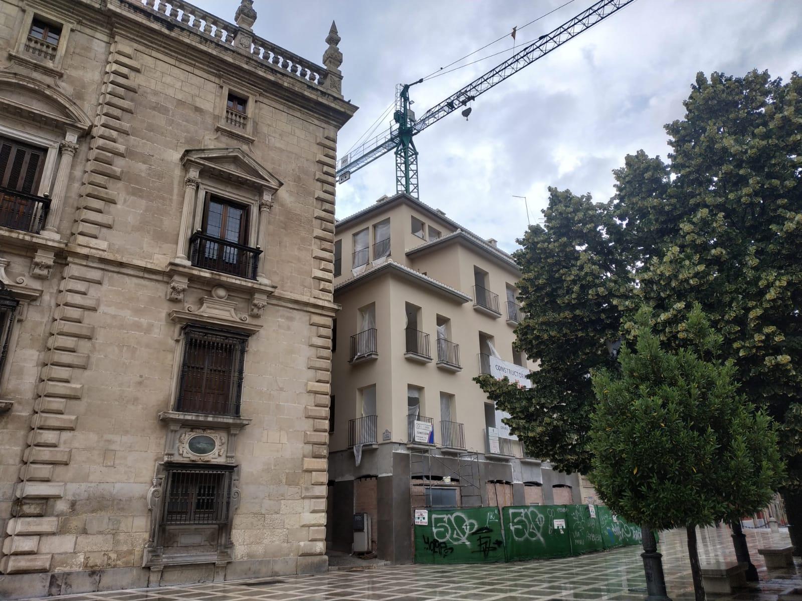 Podemos-IU pide al bipartito que revise la legalidad del nuevo edificio de Plaza Nueva