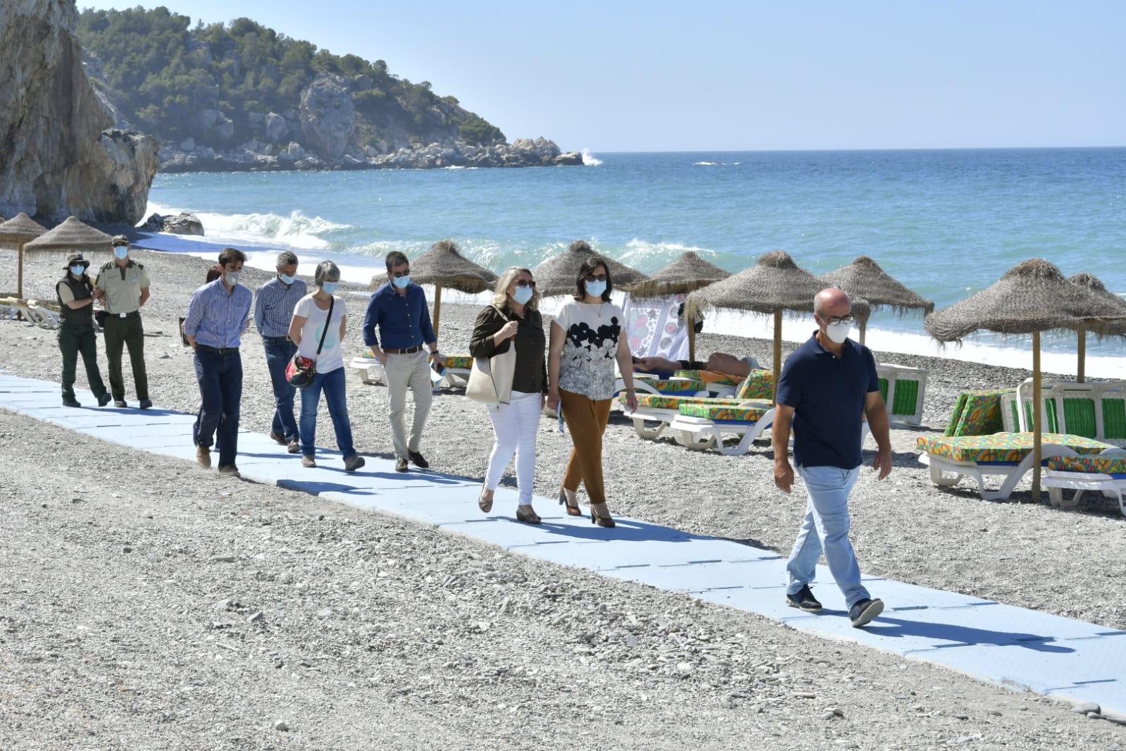 Activado el servicio de transporte de acceso a la Playa de Cantarriján