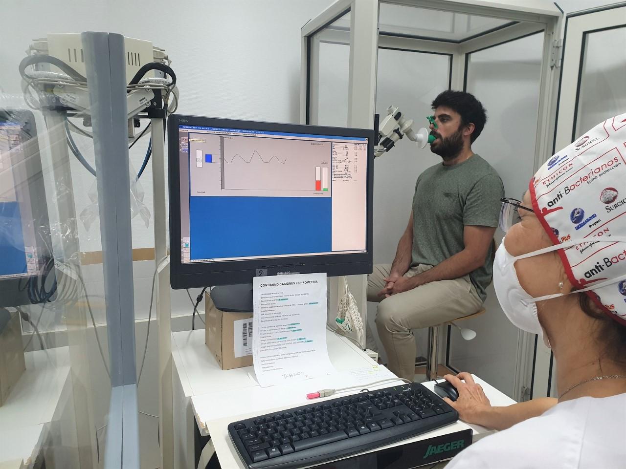 El Hospital Clínico realiza un seguimiento de pacientes que han tenido Covid-19 para detectar posibles secuelas respiratorias