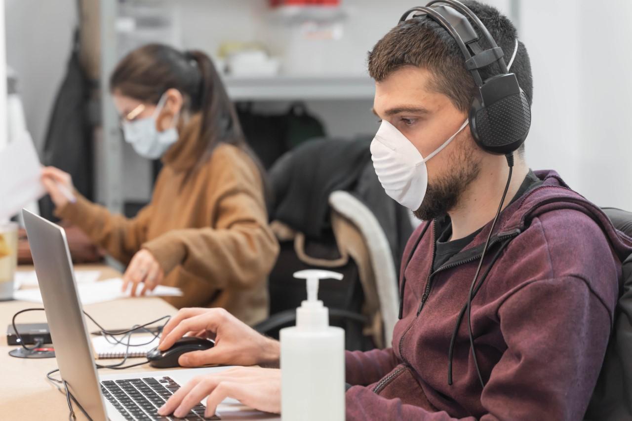 Los andaluces quieren medidas contra el contagio en su vuelta al puesto de trabajo