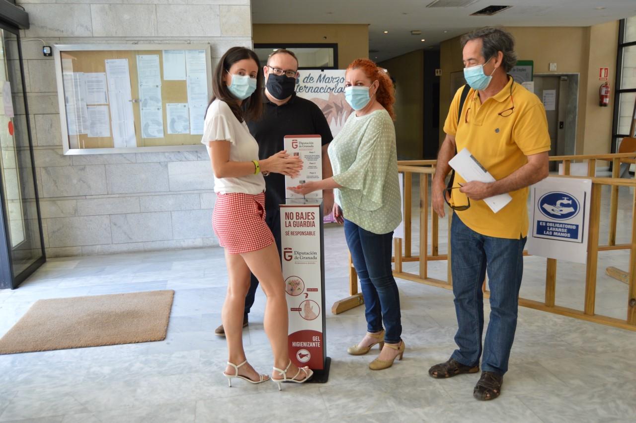 Diputación distribuye por la provincia 210 dispensadores de hidrogel de gran tamaño para edificios municipales