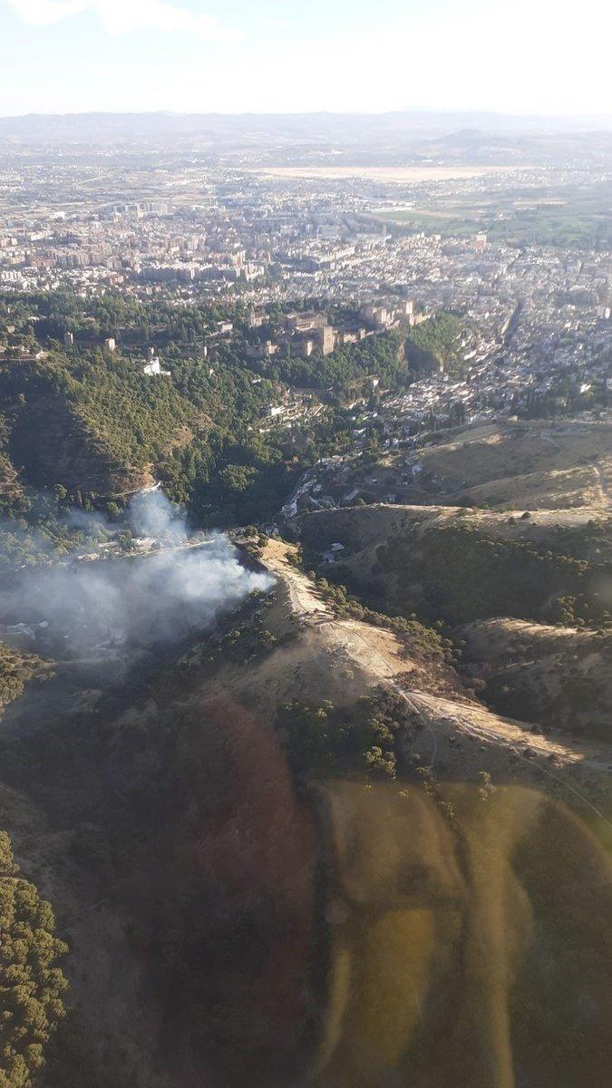 Extinguido totalmente el incendio del Sacromonte tras calcinar una hectárea de terreno