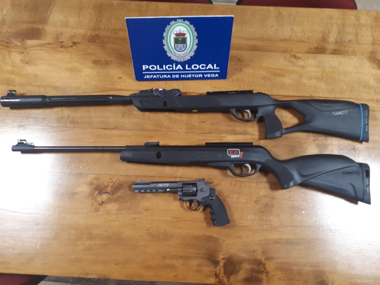 La Policía Local de Huetor Vega interviene dos rifles y una pistola de aire comprimido en la vía pública
