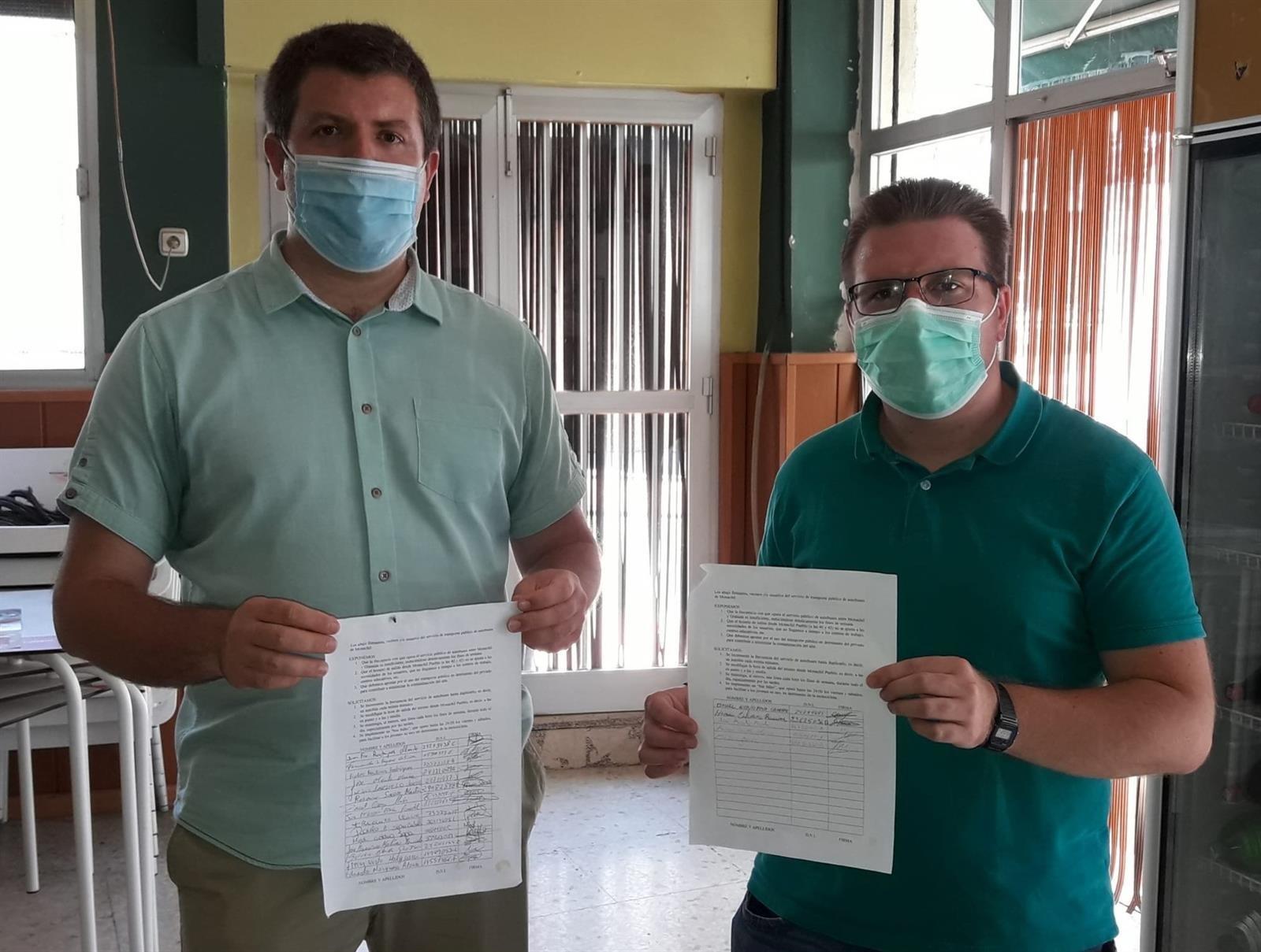 Vecinos de Monachil recogen firmas para que aumenten los autobuses con la capital