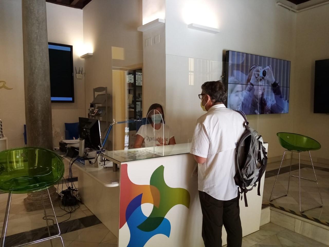 La oficina de información turística de la Diputación reabre al público con consultas telefónicas y presenciales