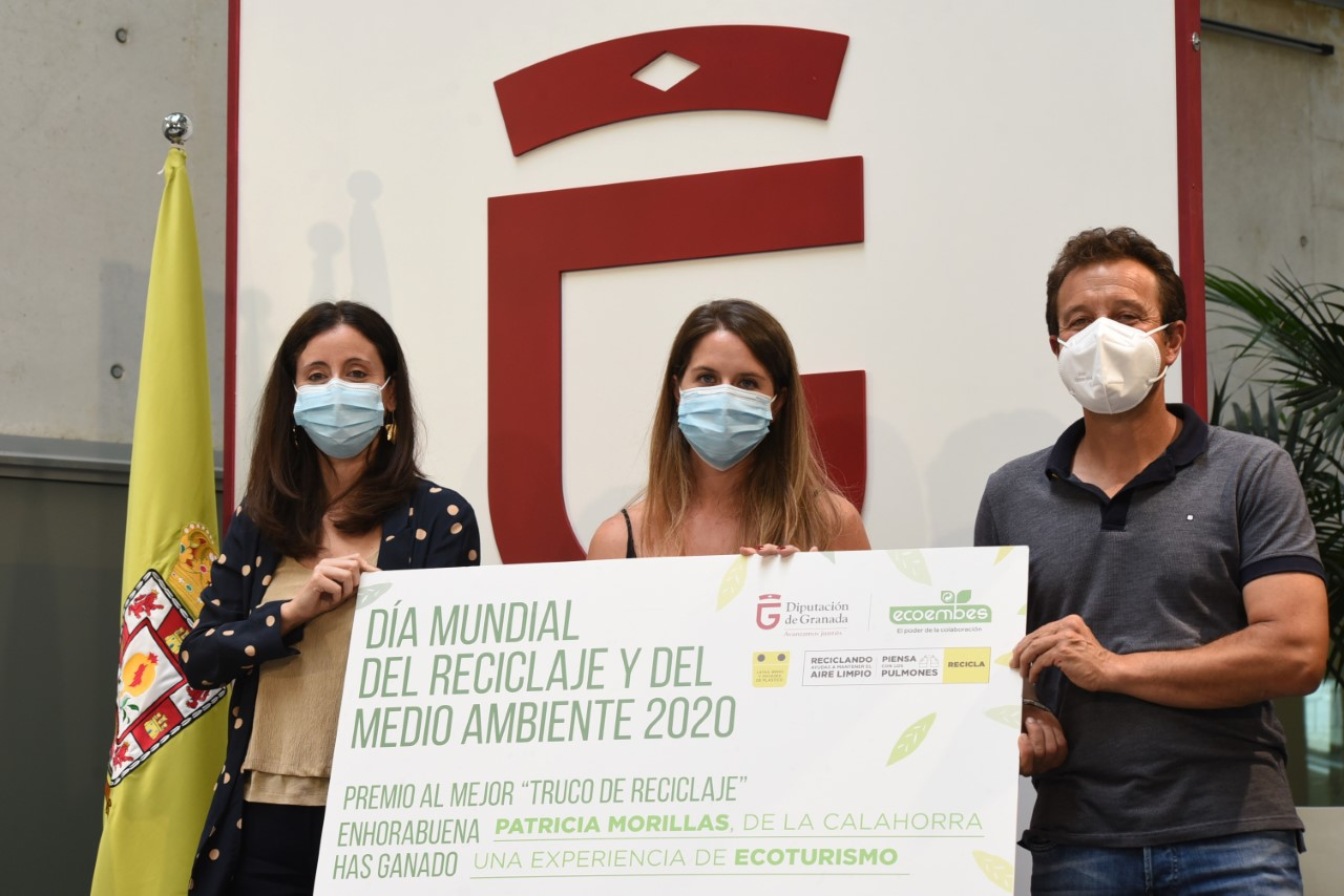 """Una vecina de La Calahorra, ganadora del concurso """"Trucos de Reciclaje"""" de Diputación y Ecoembes"""