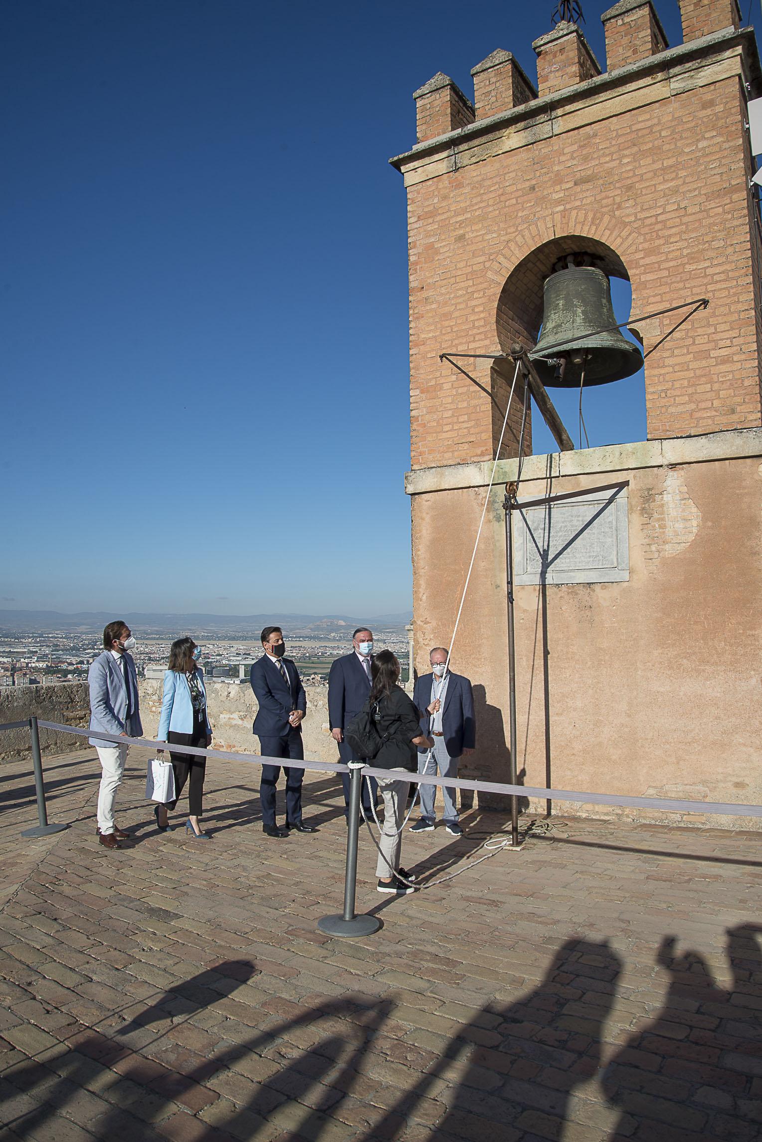 La Alhambra se reencuentra con sus visitantes bajo el repicar de campanas de la Torre de la Vela
