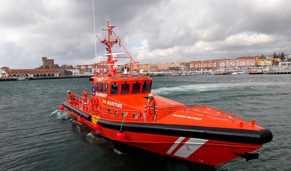 LLegan a Motril los 14 inmigrantes que alcanzaron la isla de Alborán tras varios días a la deriva
