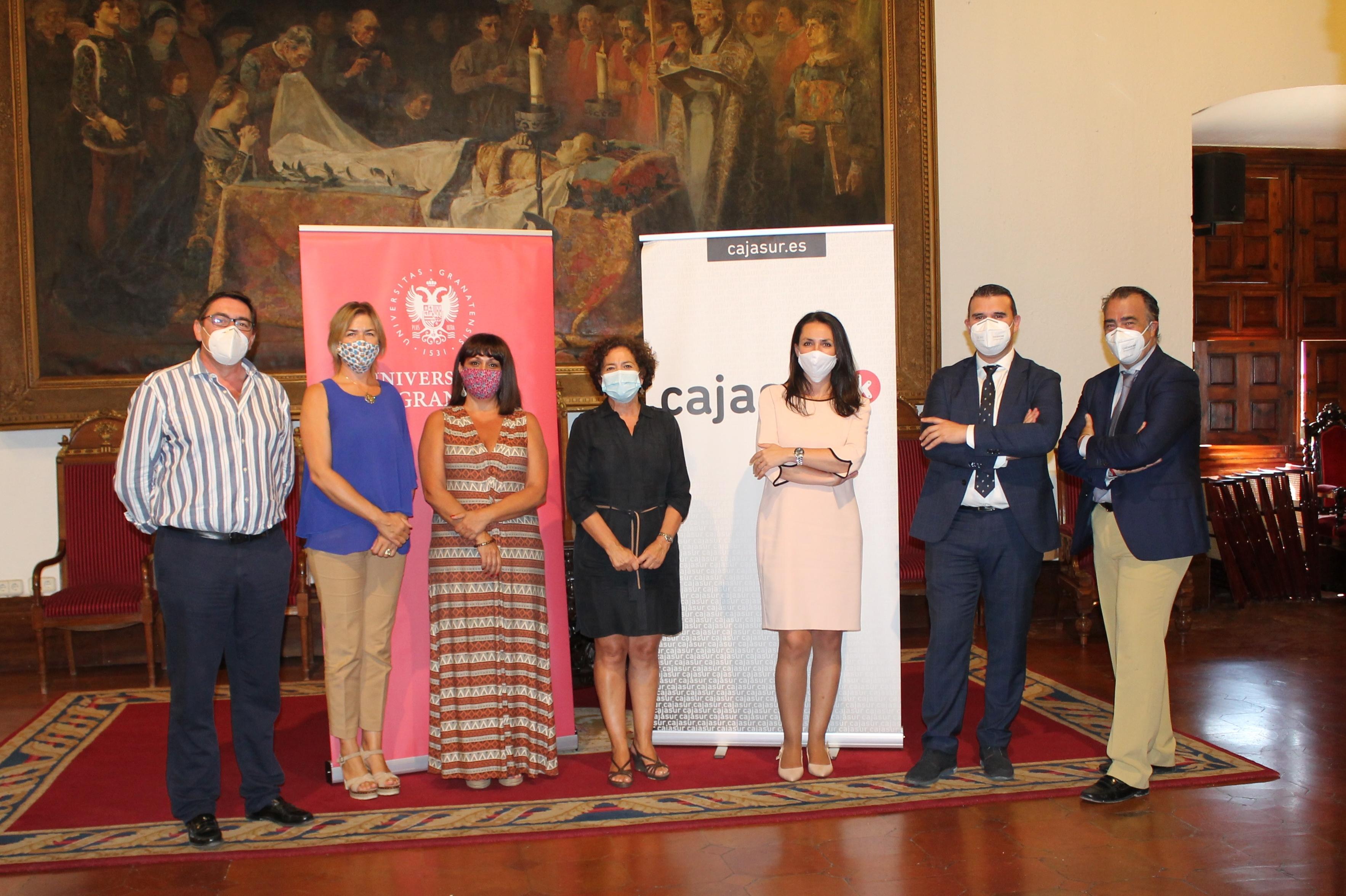 La UGR y Cajasur suscriben un convenio de colaboración que amplía las becas del programa «Inncuba»