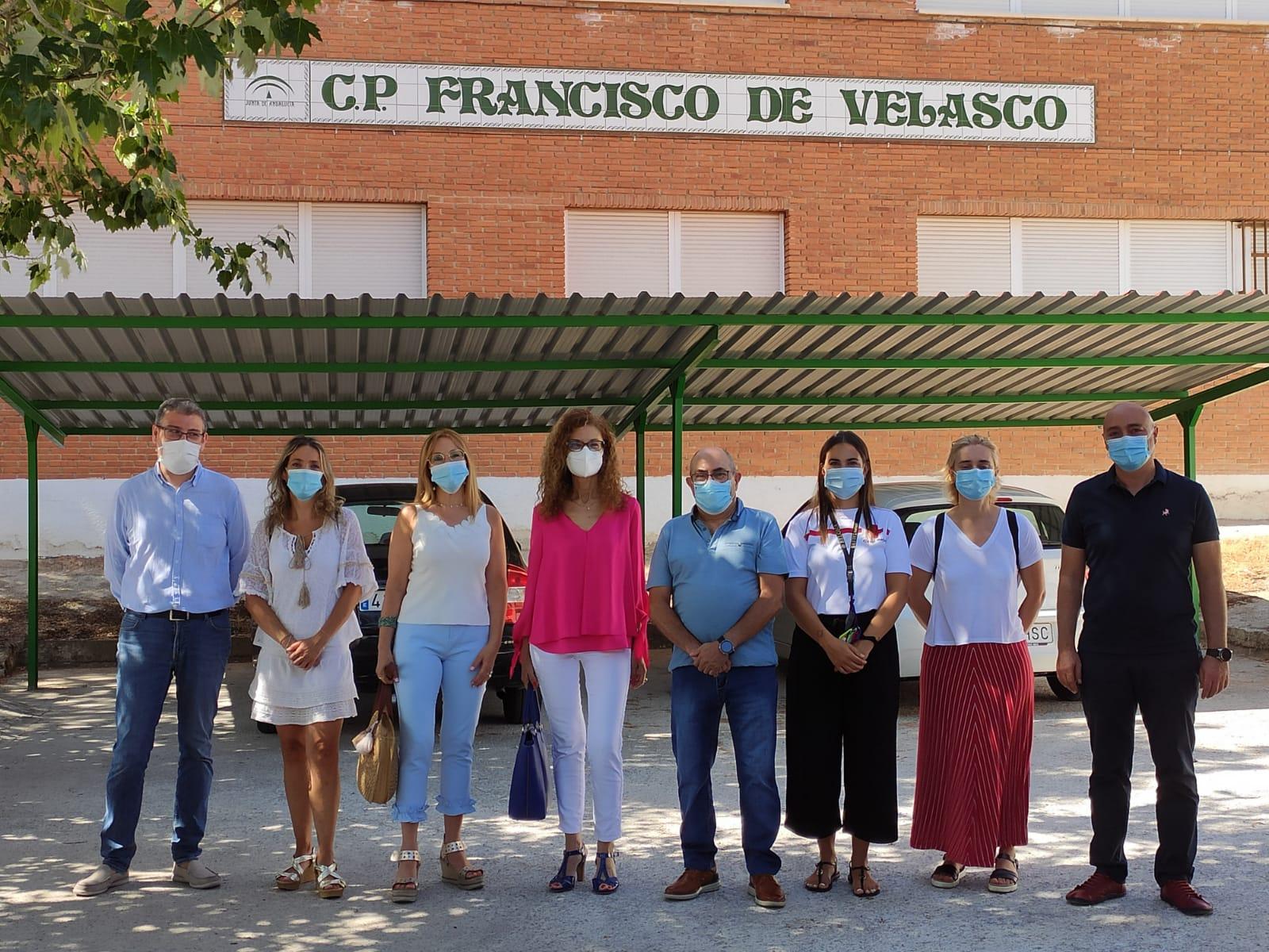 """La delegada de Igualdad visita la Escuela de Verano """"Barriada de las Cuevas"""" de Baza"""