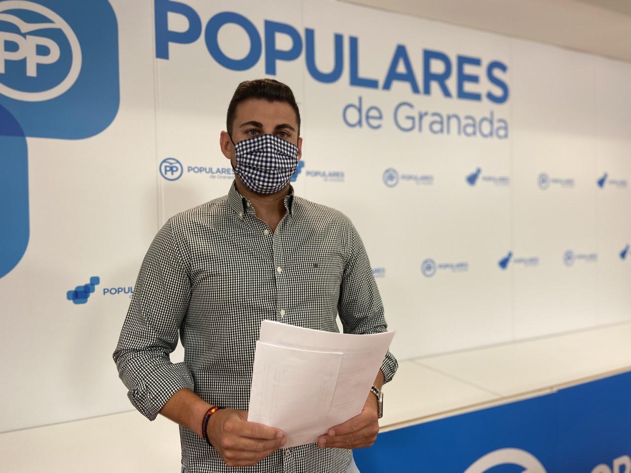 """El PP destaca el compromiso de Juanma Moreno para saldar una """"deuda histórica"""" con la sanidad pública andaluza y sus profesionales"""