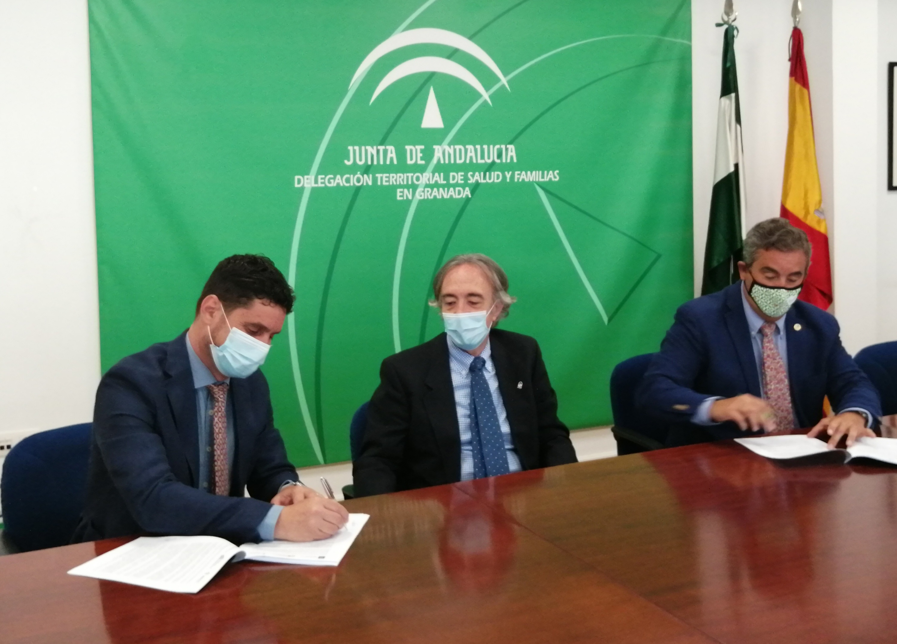 El Hospital Clínico y la Asociación Española Contra el Cáncer firman un convenio de colaboración