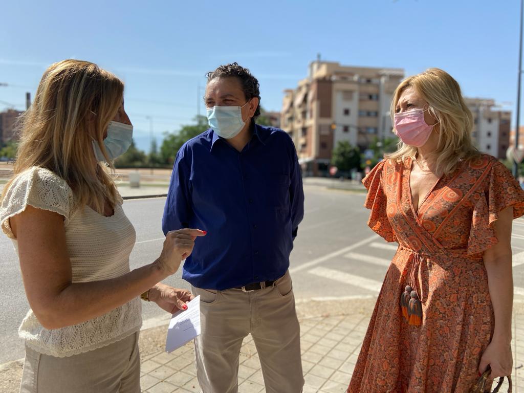 El Ayuntamiento impulsa labores de mantenimiento y limpieza en el barrio de la Cruz