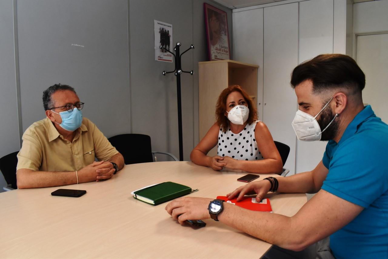 """IU y CCOO denuncian """"el escaso aumento del 10%"""" en las plantillas de los Centros de Atención Primaria en Granada"""