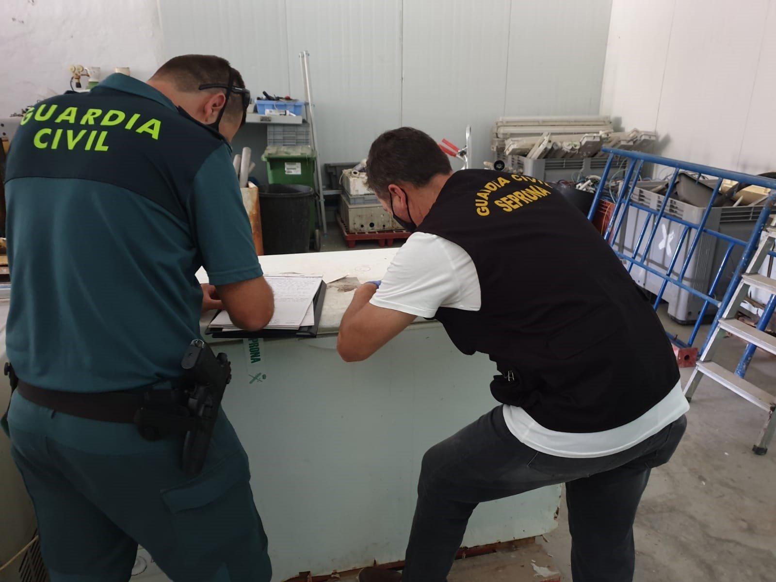 Detenidos por ignorar la orden de cerrar su empresa tras varias intoxicaciones con sus boquerones