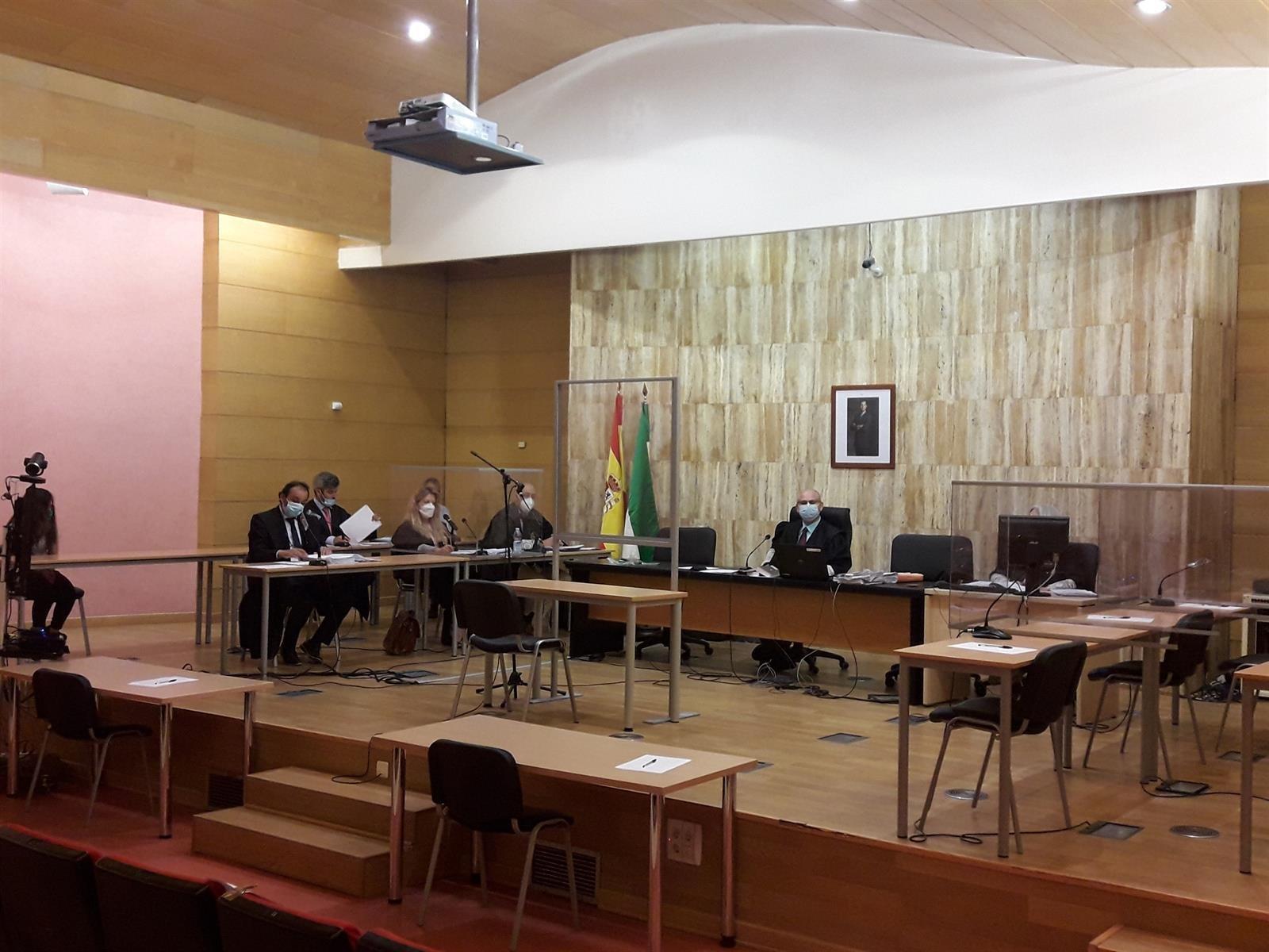Condenada a 25 años de cárcel la madre del bebé hallado en el vertedero de Alhendín