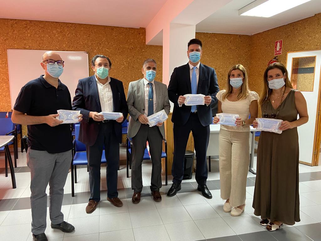 Donan 8.000 mascarillas quirúrgicas para usuarios de los Centros Cívicos municipales