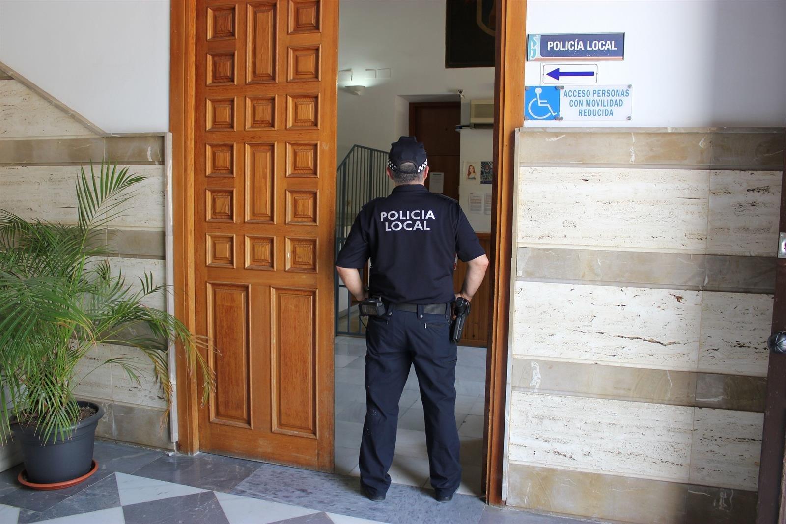 Detenido tras entrar con pistolas de 'airsoft' en un pub de Motril