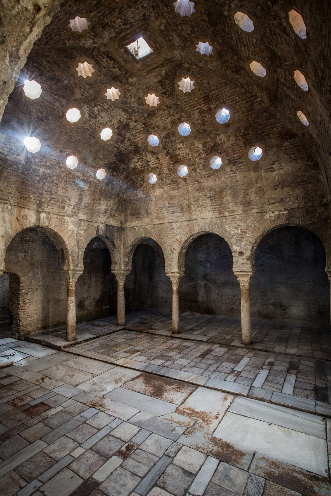 Talleres gratuitos de astronomía y fotografía para disfrutar en familia de la Alhambra