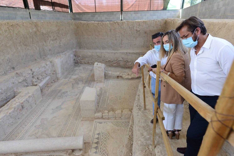 Una nueva glorieta en Salar facilita el acceso a la Villa Romana
