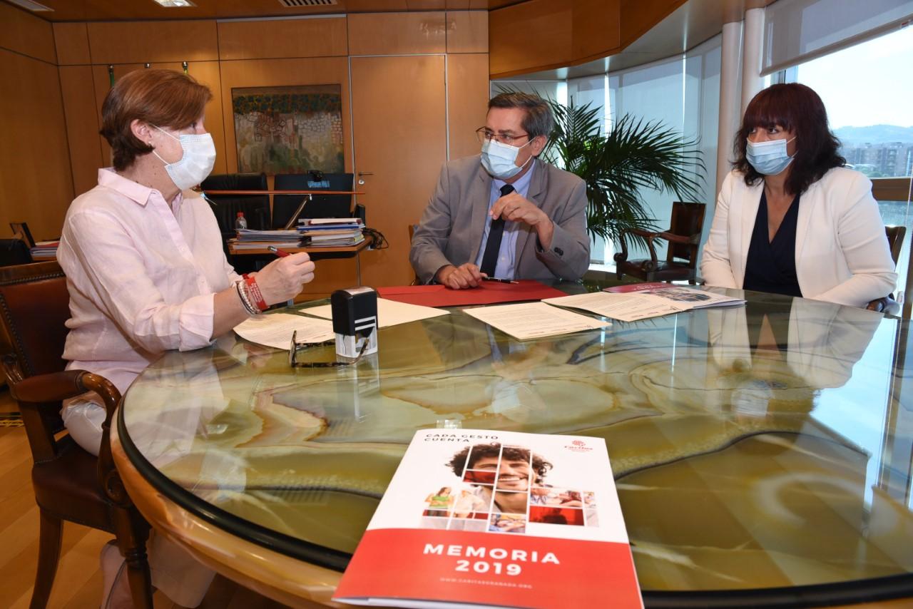 Diputación y Cáritas atenderán a familias y personas mayores en riesgo de exclusión de la provincia
