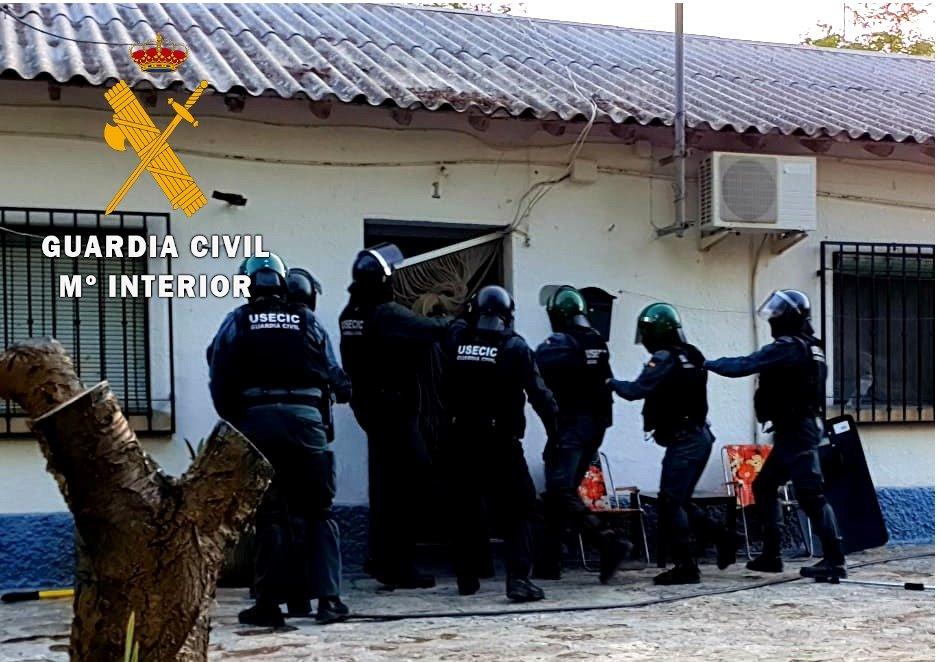 Detenidos tras robar en al menos  20 casas, naves y cortijos de Jayena y Arenas del Rey