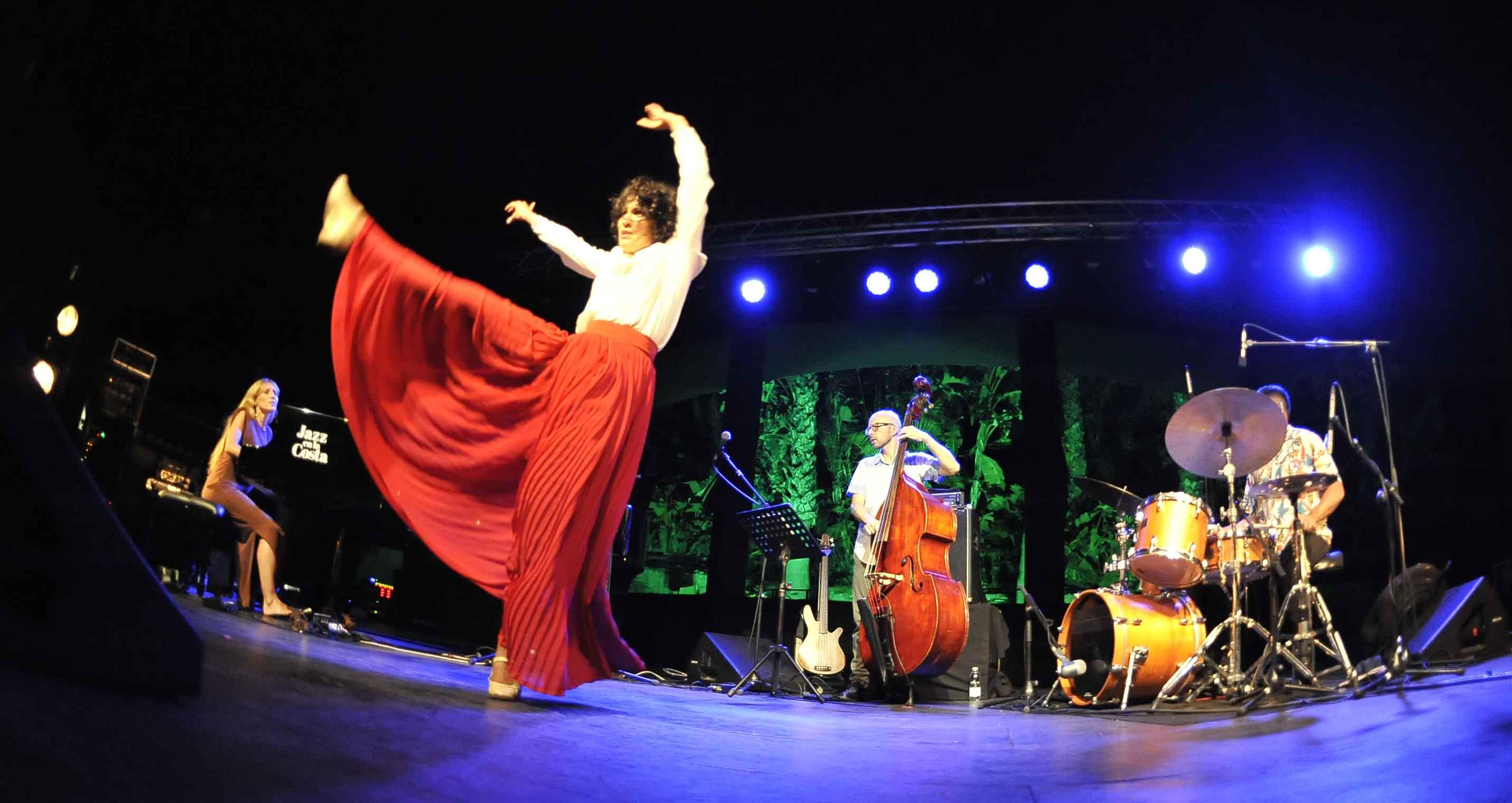 El viaje sonoro del trío M.A.P. asombra al público  de Jazz en la Costa
