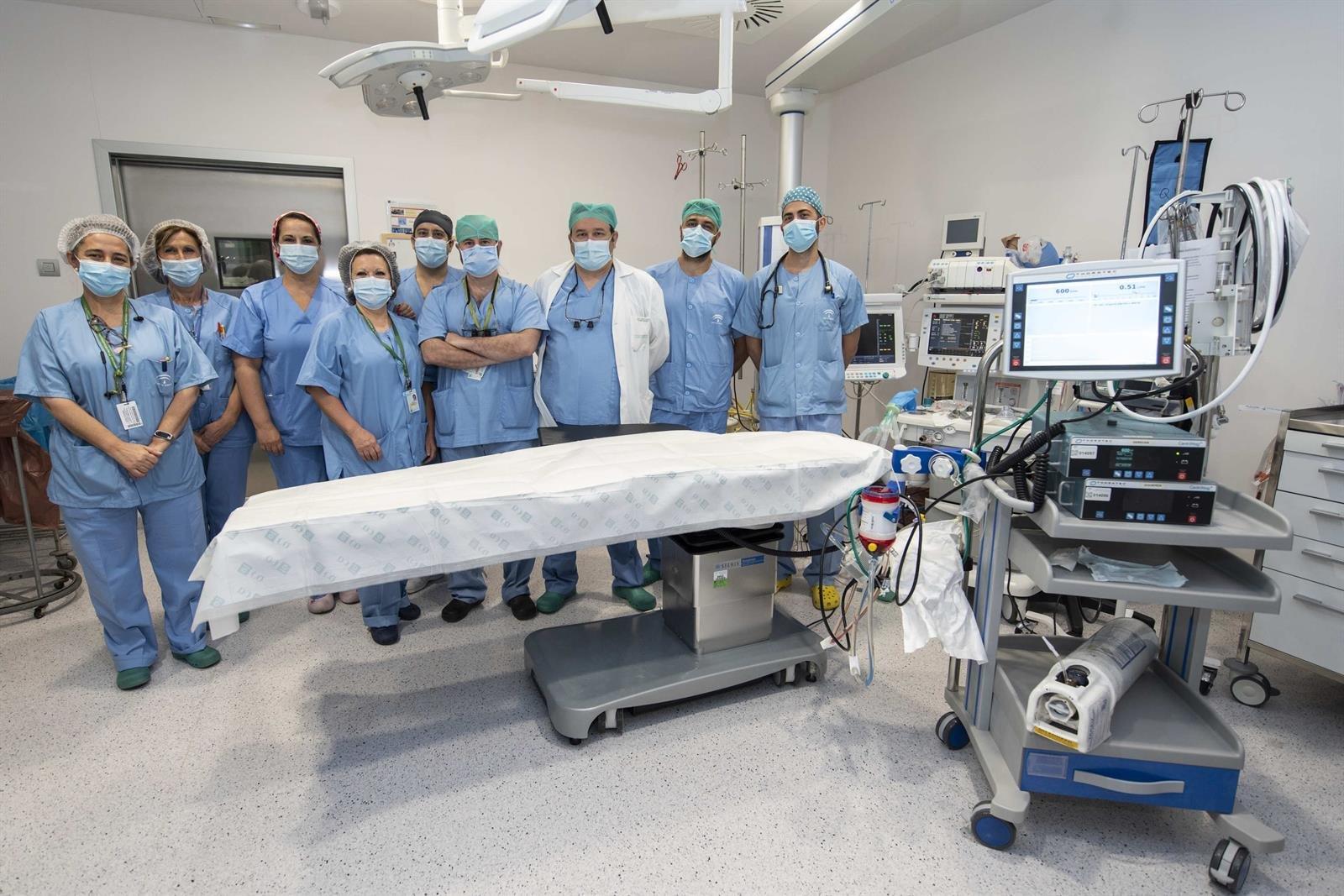 El Hospital Virgen de las Nieves opera un tumor de tráquea con asistencia circulatoria mecánica