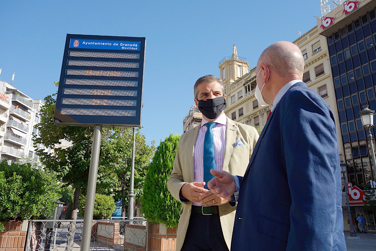 Granada cuenta con 10 paneles en lugares estratégicos con información sobre movilidad