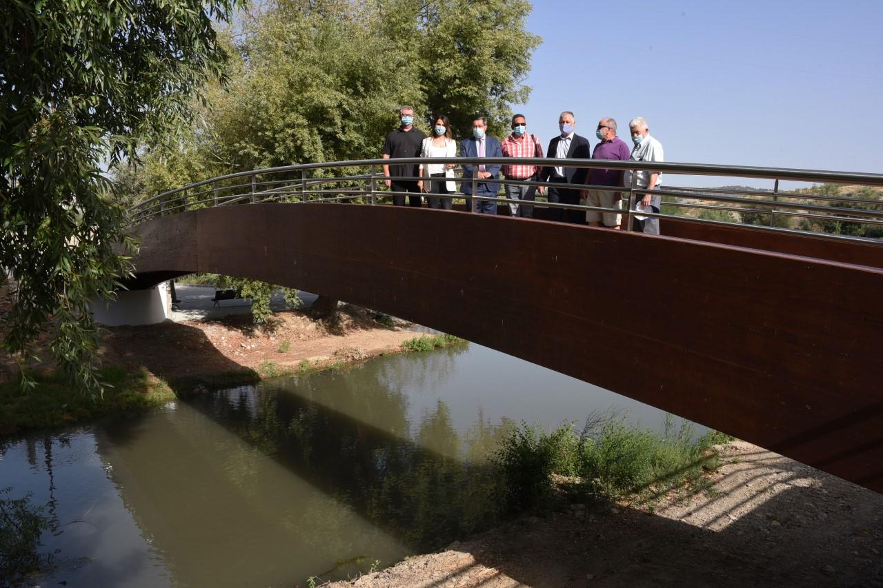 Santa Cruz del Comercio inaugura una pasarela peatonal sobre el río Alhama, única en la provincia de Granada
